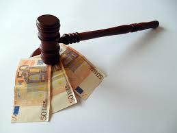 Geldschein und Gericht