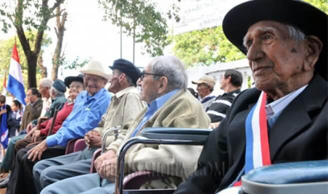 Rentner in Paraguay bei einer Veranstaltung
