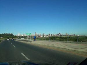 Die neue Costanera mit Skyline