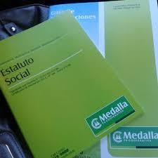 Estatuto Social - grünes Heft der Kooperative Medalla