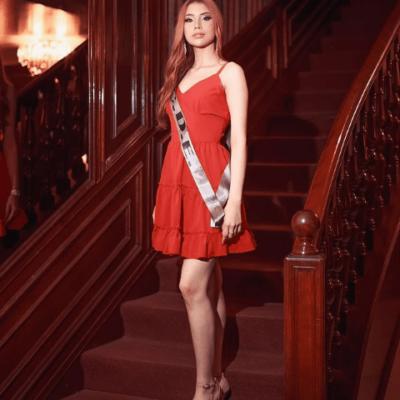 Camilla in rot